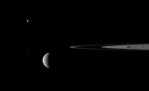Amazing Video of Saturn Stitched Together from Old NASA Photos