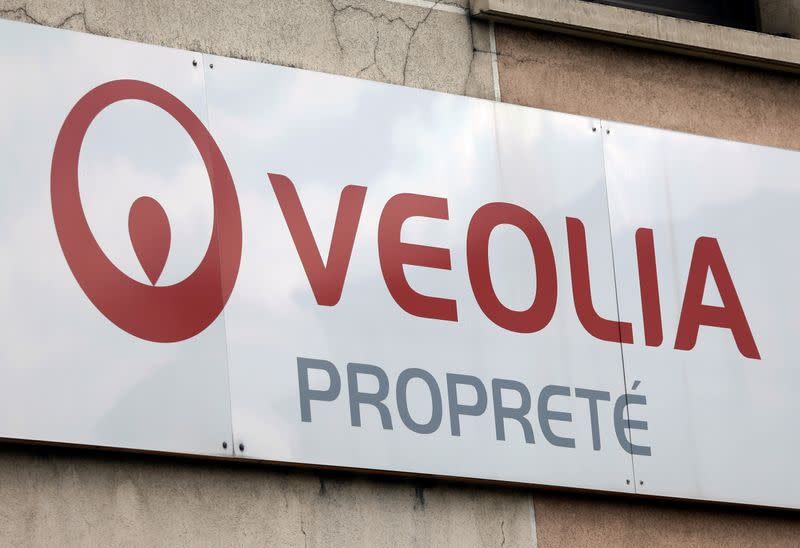 Suez says French rival Veolia's unsolicited offer carries great uncertainties