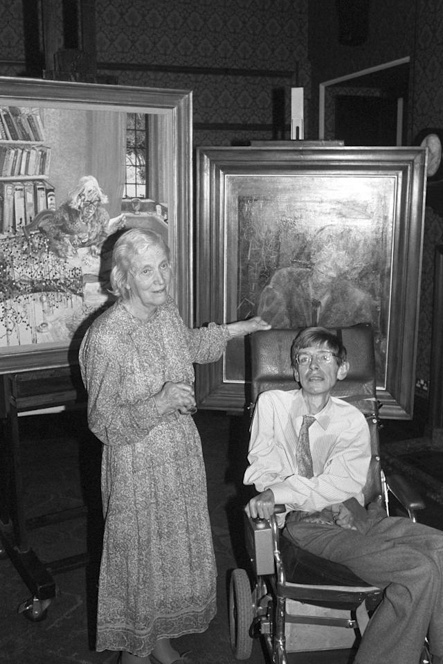 <p>Professor Stephen Hawking and Nobel Prize winner Dorothy Hodgkin, with their portraits unveiled at the National Portrait Gallery in London, England on Sept. 9. 1992. (Photo: PA Wire via ZUMA Press) </p>