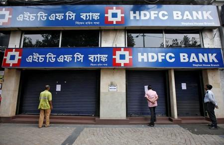 Customers read a notice pasted outside a closed HDFC bank in Kolkata