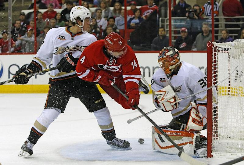 Hurricanes upend Ducks 3-2 in shootout