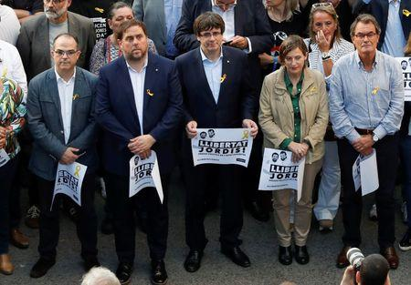 Catalan President Carles Puigdemont (C) and other Catalan regional government members attend a demonstration organised by Catalan pro-independence movements ANC (Catalan National Assembly) and Omnium Cutural, following the imprisonment of their two leaders Jordi Sanchez and Jordi Cuixart,  in Barcelona, Spain, October 21, 2017.  REUTERS/Gonzalo Fuentes