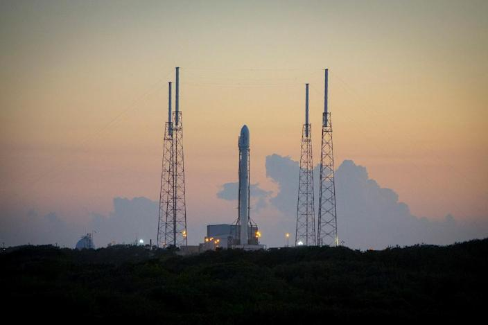 The Falcon 9 rocket on December 16, 2015 in Cape Canaveral -- SpaceX has managed to successfully land the first stage of its Falcon 9 rockets three times before (AFP Photo/)