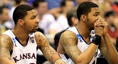 Markief Morris (R) with his twin brother Marcus Morris