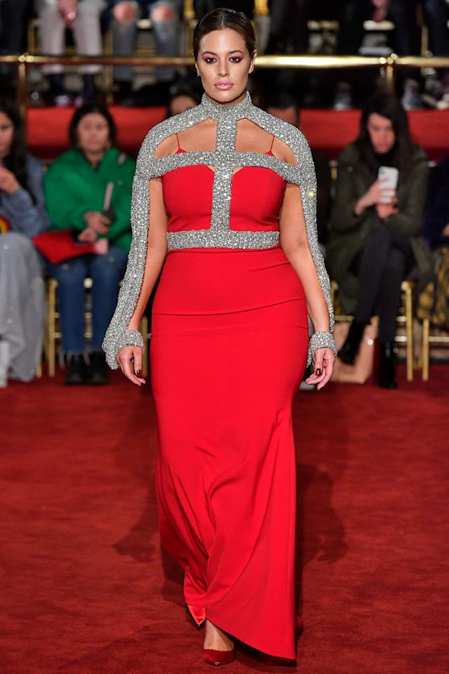 <p>Siriano had the model looking like a glam goddess in a strappy red dress with sequin embellishments. (Photo: Getty Images) </p>
