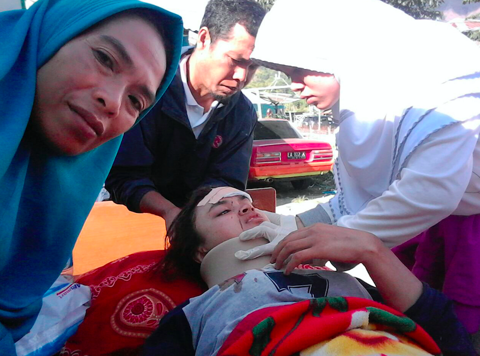 <em>Medical officers take care of earthquake victims at Sembalun village in East Lombok (AP)</em>