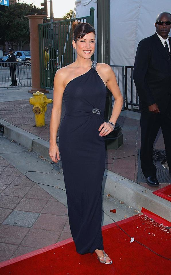 "Kate Walsh's darker 'do complements her black one-shoulder dress. Jason Merritt/<a href=""http://www.filmmagic.com/"" target=""new"">FilmMagic.com</a> - February 14, 2008"