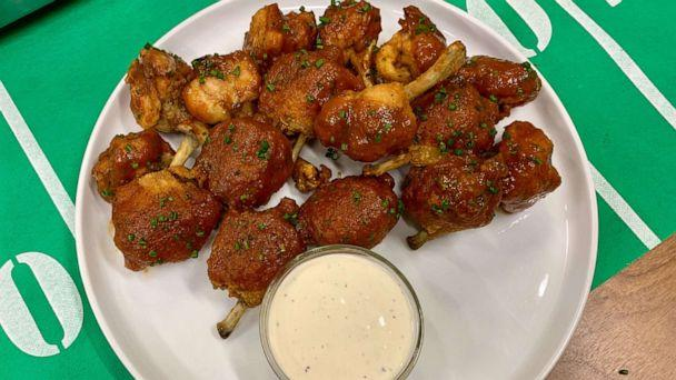 PHOTO: Chef and owner of Bowery Meat Co. in New York City, Josh Capon, made his chicken lollipops on 'GMA.' (ABC News)