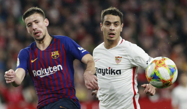 Sevilla's Ben Yedder, right, fight for the ball with FC Barcelona's Lenglet, during a Spanish Copa del Rey soccer match between Sevilla and FC Barcelona at the Ramon Sanche Pizjuan stadium in Seville, Spain, Wednesday Jan. 23, 2019. (AP Photo/Miguel Morenatti)
