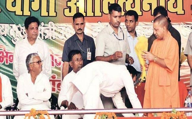 Gorakhpur: MLA accused of murdering wife touches feet of Yogi Adityanath on stage, sparks outrage