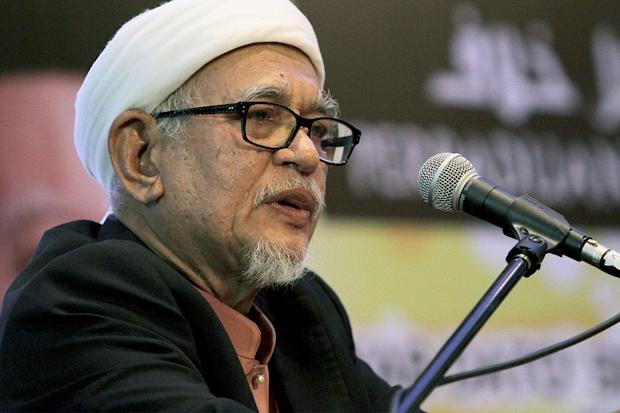 Datuk Seri Abdul Hadi Awang (pic) has claimed that he and the late Datuk Seri Nik Abdul Aziz Nik Mat used to discuss their concerns over DAP's alleged use of racial and religious rhetoric. ― Picture by Yusof Mat Isa