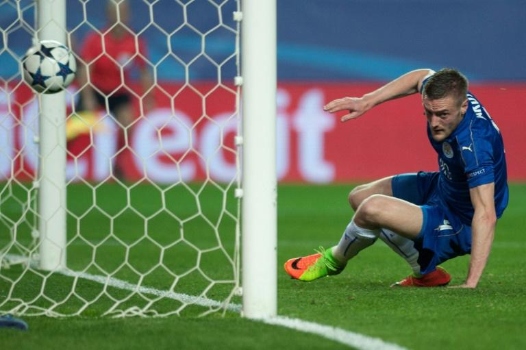 Leicester City's Jamie Vardy celebrates after scoring a goal during their UEFA Champions League round of 16 2nd leg match against Sevilla, at the Ramon Sanchez Pizjuan stadium in Sevilla, on February 22, 2017