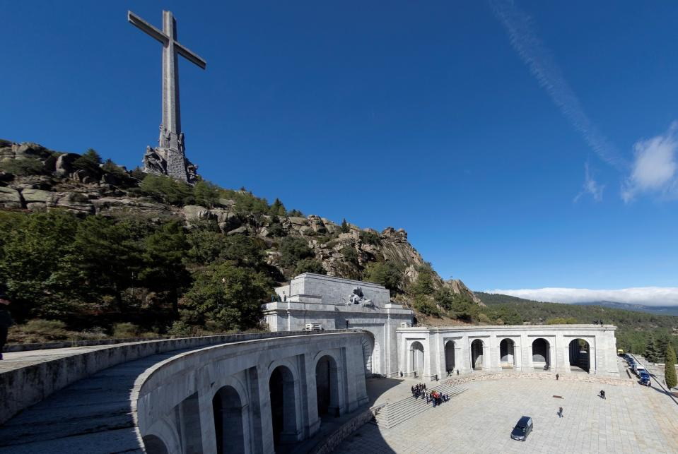 Relatives carry the coffin with the remains of Spanish dictator General Francisco Franco at the Valley of the Fallen mausoleum near El Escorial, outskirts of Madrid, Spain, Thursday, Oct. 24, 2019. Spain has exhumed the remains of Spanish dictator Gen. Francisco Franco from his grandiose mausoleum outside Madrid so he can be reburied in a small family crypt north of the capital. (AP Photo/Emilio Naranjo, Pool)