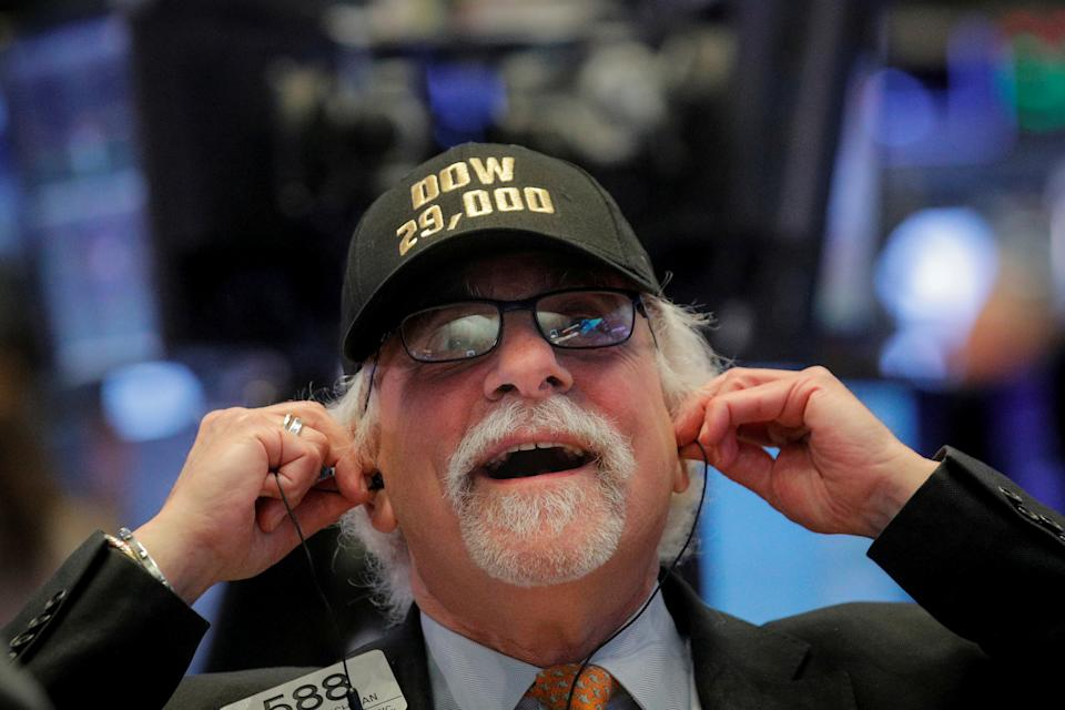 Trader Peter Tuchman wears a DOW 29,000 hat on the floor at the New York Stock Exchange (NYSE) in New York, U.S., January 15, 2020. REUTERS/Brendan McDermid     TPX IMAGES OF THE DAY