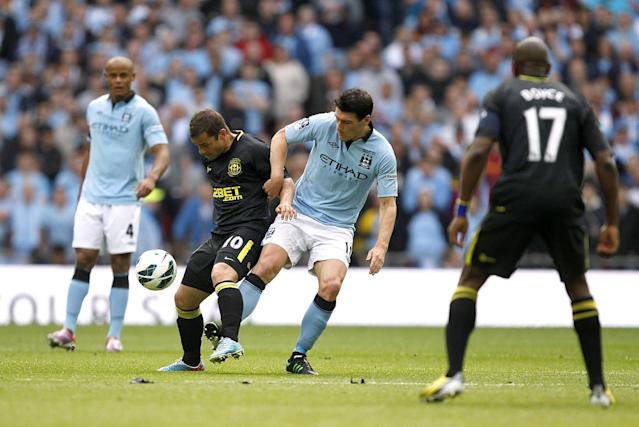 Manchester City's Gareth Barry (centre right) and Wigan Athletic's Shaun Maloney (centre left) battle for the ball