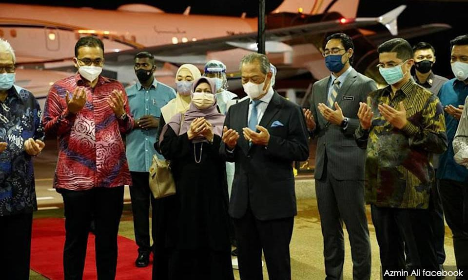 Prime Minister Muhyiddin Yassin along with ministers and other officials.