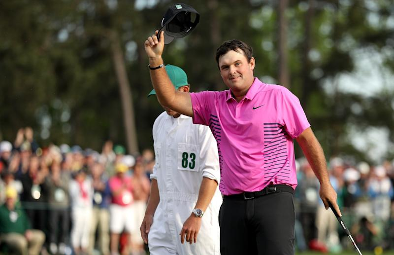 cc484b8ff15 Masters 2018 Live Blog  Patrick Reed two-putts for par on 18 to hold off Rickie  Fowler to earn his first major
