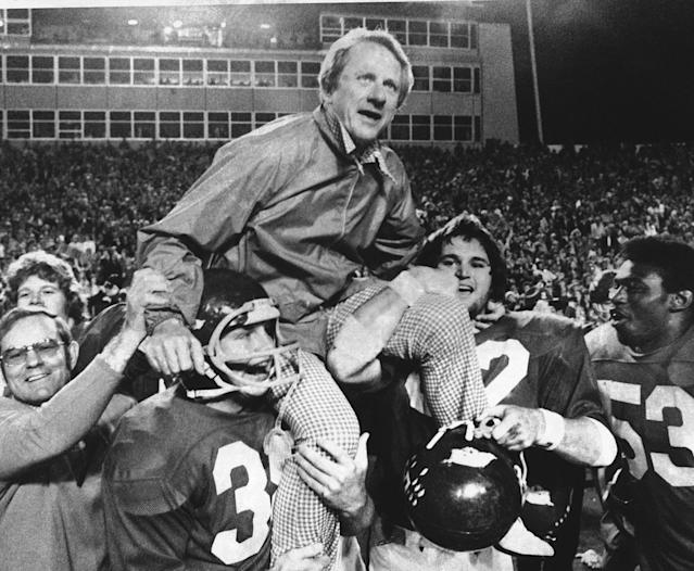 <p>Frank Broyles (1924-2017): Hall of Fame football coach at Arkansas, where he won the 1964 national championship. </p>