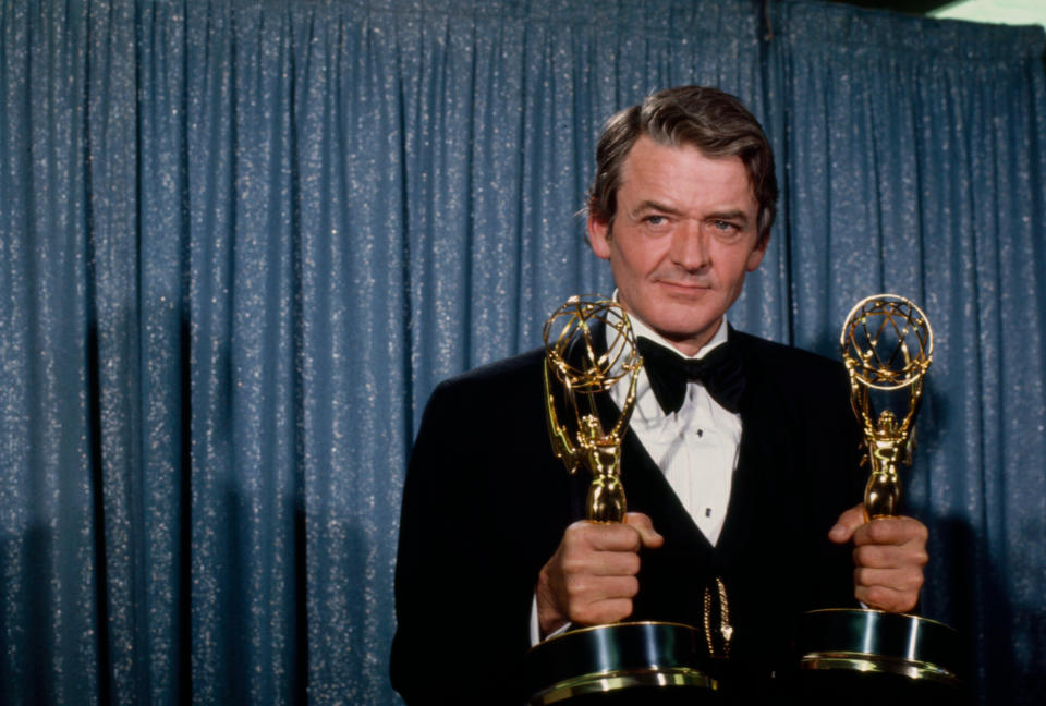 Los Angeles, CA - 1974: Hal Holbrook with his Emmy Emmy awards on he ABC tv special 'The 26th Primetime Emmy Awards', at the Pantages Theatre. (Photo by American Broadcasting Companies via Getty Images)