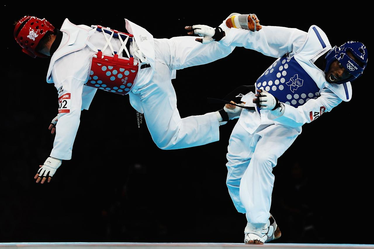 LONDON, ENGLAND - AUGUST 09:  Diogo Silva of Brazil competes against Mohammad Bagheri Motamed of Iran during the Men's -68kg Taekwondo semifinal match on Day 13 of the London 2012 Olympic Games at ExCeL on August 9, 2012 in London, England.  (Photo by Hannah Johnston/Getty Images)