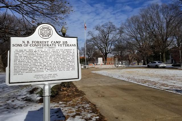 A marker honoring Nathan Bedford Forrest and the sons of Confederacy in Memphis. (Photo: Christopher Wilson/Yahoo News)