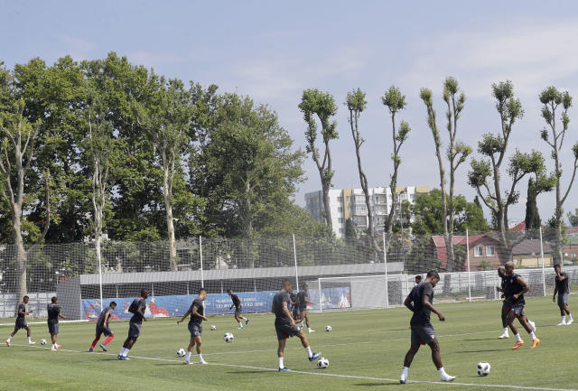 Peru's players practice during the official training on the eve of the group C match between Peru and Australia at the 2018 soccer World Cup, in Sochi, Russia, Monday, June 25, 2018. (AP Photo/Andre Penner)