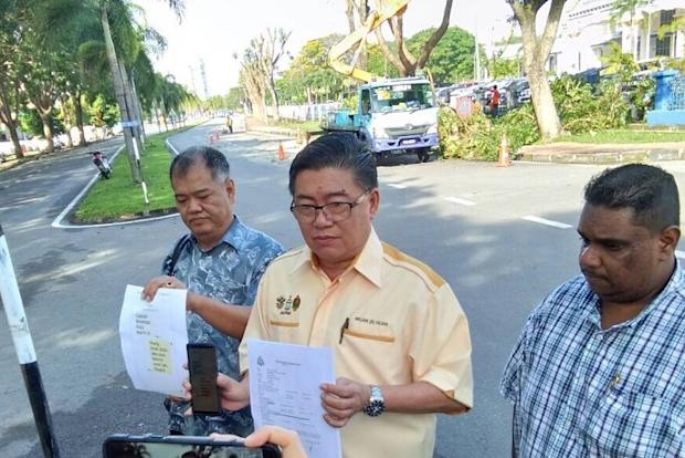 Parti Cinta Malaysia deputy president Datuk Huan Cheng Guan (centre) speaks to reporters after lodging a police report in Seberang Perai January 24, 2018. — Picture courtesy of Huan Cheng Guan