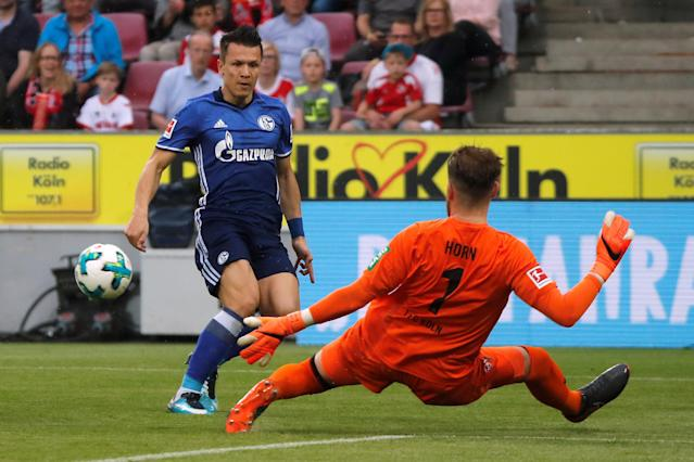 Soccer Football - Bundesliga - FC Cologne v Schalke 04 - RheinEnergieStadion, Cologne, Germany - April 22, 2018 Schalke's Yevhen Konoplyanka in action with Cologne's Timo Horn REUTERS/Wolfgang Rattay DFL RULES TO LIMIT THE ONLINE USAGE DURING MATCH TIME TO 15 PICTURES PER GAME. IMAGE SEQUENCES TO SIMULATE VIDEO IS NOT ALLOWED AT ANY TIME. FOR FURTHER QUERIES PLEASE CONTACT DFL DIRECTLY AT + 49 69 650050
