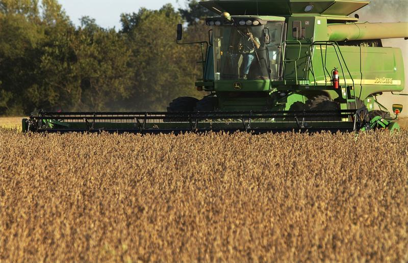 Deere, hit on both sides of trade war, posts weak 1Q earns