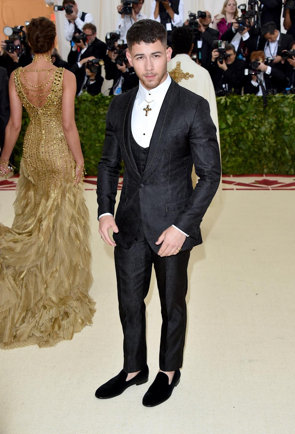 """<h1 class=""""title"""">Nick Jonas in Dolce & Gabbana</h1><cite class=""""credit"""">Photo: Getty Images</cite>"""