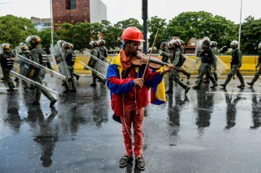 Detained Venezuelan violinist, symbol of protests, released