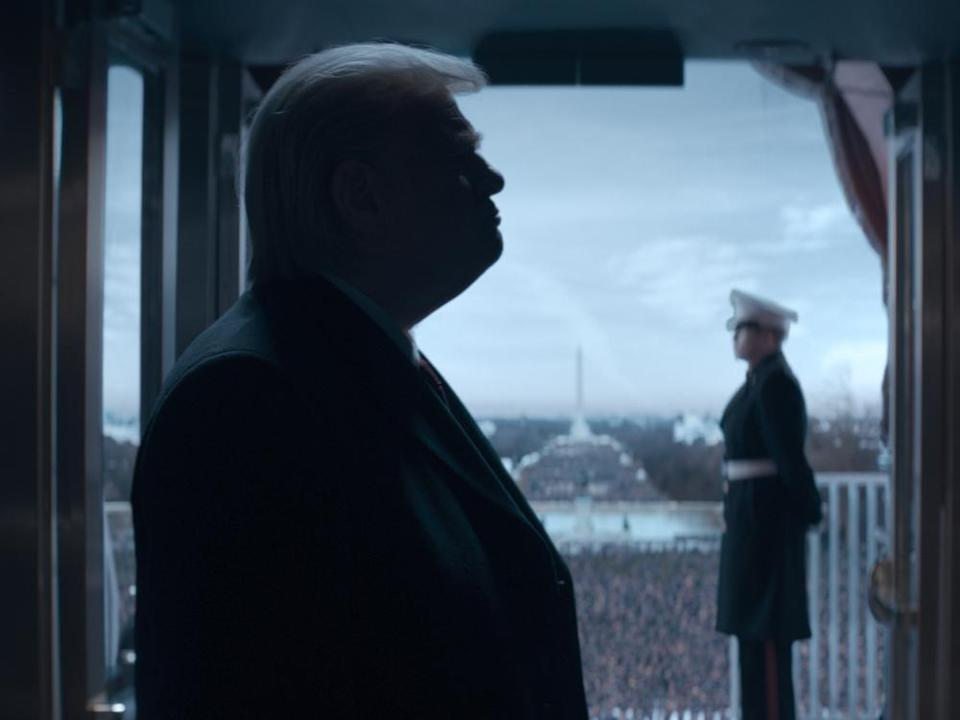 "Eine unverwechselbare Silhouette: Brendan Gleeson als Donald Trump in ""The Comey Rule"" (Bild: © 2020 Showtime Networls Inc. All rights reserved / Sky)"