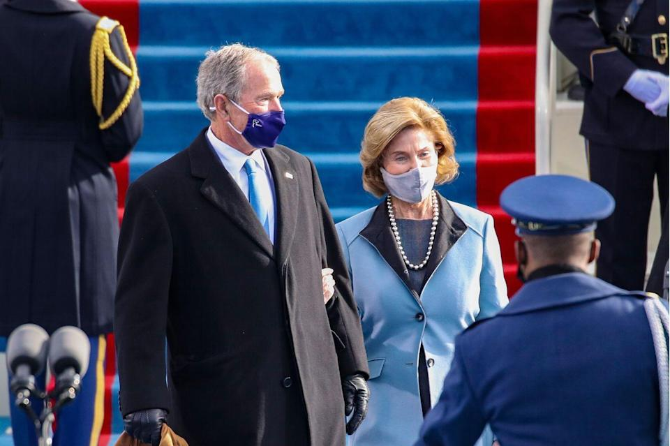 <p>Former President George H.W. Bush and former First Lady Laura bush arrive at the inauguration</p>