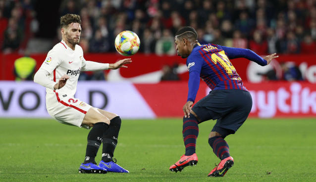 Sevilla's Sergi Gomez, left, fight for the ball with FC Barcelona's Malcom, during a Spanish Copa del Rey soccer match between Sevilla and FC Barcelona at the Ramon Sanche Pizjuan stadium in Seville, Spain, Wednesday Jan. 23, 2019. (AP Photo/Miguel Morenatti)