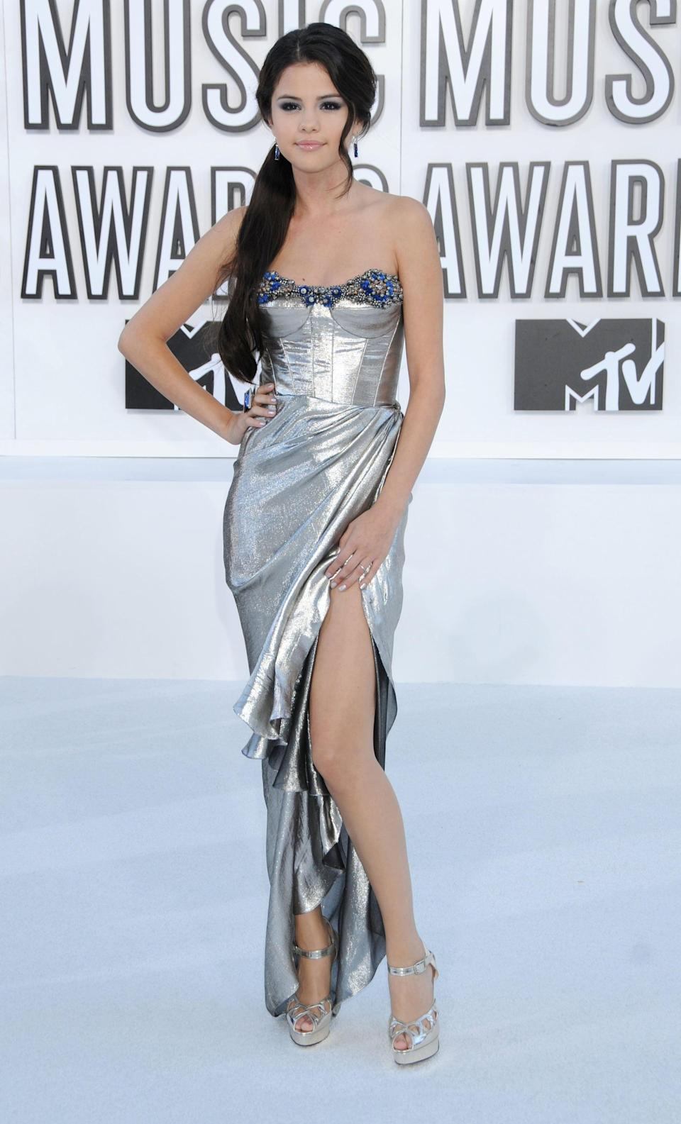 <p>Selena seemed to be breaking out of her shell in a sexy silver dress at the MTV VMAs in LA.</p>
