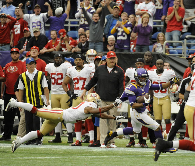 MINNEAPOLIS, MN - SEPTEMBER 23: Josh Robinson #21 of the Minnesota Vikings avoids a tackle by Kyle Williams #10 of the San Francisco 49ers after incepting the ball during the fourth quarter of their game on September 23, 2012 at Mall of America Field at the Hubert H. Humphrey Metrodome in Minneapolis, Minnesota. The Vikings defeated the 49ers 24-13. (Photo by Hannah Foslien/Getty Images)