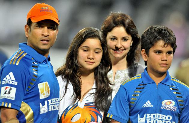 Mumbai Indians captain Sachin Tendulkar (L) poses with his daughter Sara (2nd L), son Arjun (2nd R) and wife Anjali (R) following the IPL Twenty20 cricket match between Deccan Chargers and Mumbai Indians at The Rajiv Gandhi International Stadium in Hyderabad on April 24, 2011. AFP PHOTO/Noah SEELAM