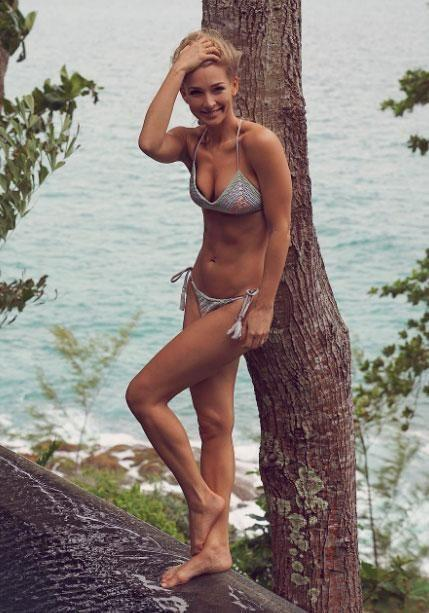 Anna Heinrich bares all in a stunning bikini while on holiday in Thailand. Source: Instagram