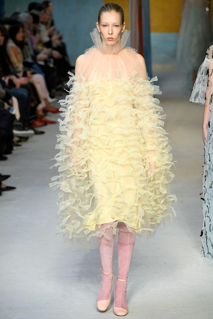 <p>A yellow tulle dress at the Roksanda FW18 show. (Photo: Getty) </p>