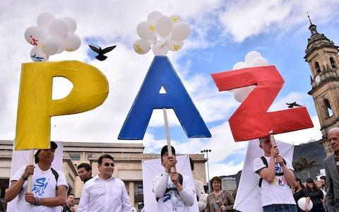 <span>People gather in Bogota, at the main Bolivar Square, on September 26, 2016, to celebrate the historic peace agreement between the Colombian government and Farc</span>