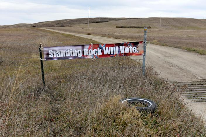 <p>A banner encouraging tribal members to vote in the 2018 mid-term elections on the Standing Rock Reservation near Fort Yates, N.D., Oct. 26, 2018. (Photo: Dan Koeck/Reuters) </p>