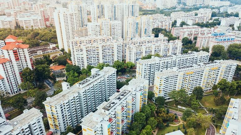 Comparing HDB Flats in the Same Estate: How Old Should You Go? (BTO vs Resale)