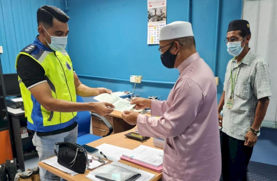 PAS assemblyman Azman Ibrahim had stepped forward to have his statement recorded by the police. — Picture via Facebook/ybdrazmanibrahim
