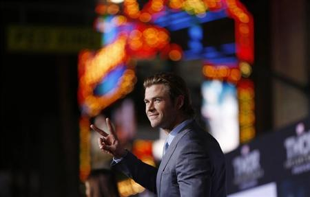 "Cast member Chris Hemsworth poses at the premiere of ""Thor: The Dark World"" at El Capitan theatre in Hollywood, California November 4, 2013. The movie opens in the U.S. on November 8. REUTERS/Mario Anzuoni"