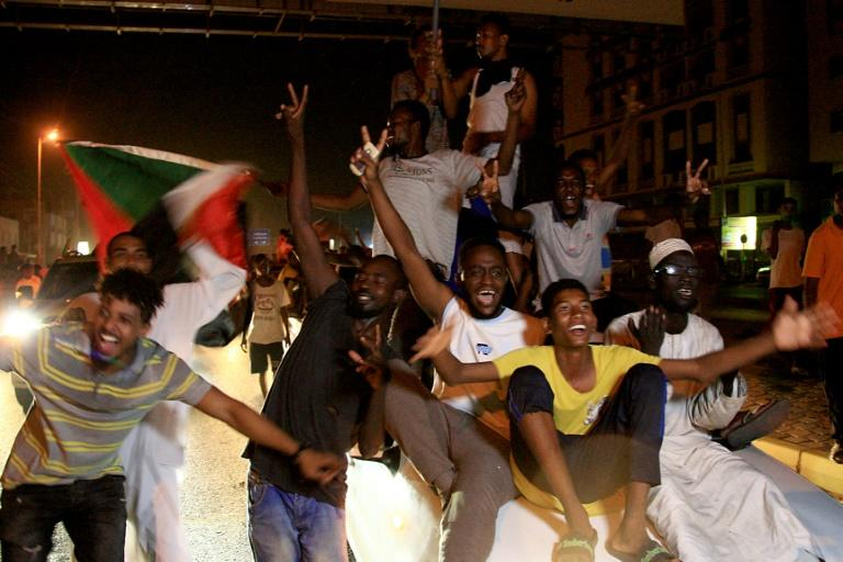 Sudanese celebrate the culmination of seven and a half months of protests that ended three decades of iron-fisted rule by president Omar al-Bashir and drove the generals who replaced him to agree a transition to civilian rule (AFP Photo/Ebrahim HAMID)