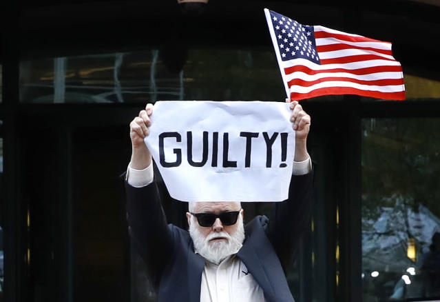 "<p>Protester Bill Christeson holds up a sign saying ""guilty"" as the first count of guilty comes in at he trial of former Donald Trump campaign chairman Paul Manafort, at federal court in Alexandria, Va., Tuesday, Aug. 21, 2018. (Photo: Jacquelyn Martin/AP) </p>"
