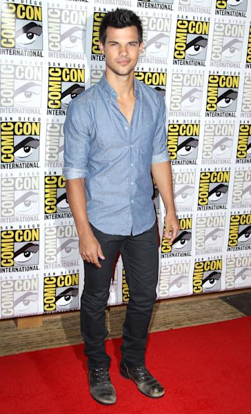 "Actor Taylor Lautner arrives at the ""The Twilight Saga: Breaking Dawn - Part 2"" press line during Comic-Con, Thursday, July 12, 2012, in San Diego. (Photo by Matt Sayles/Invision/AP)"