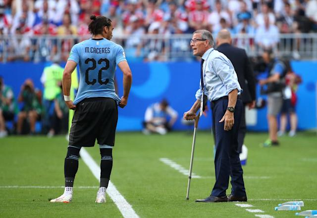 Soccer Football - World Cup - Group A - Uruguay vs Russia - Samara Arena, Samara, Russia - June 25, 2018 Uruguay's Martin Caceres speaks with coach Oscar Tabarez REUTERS/Michael Dalder