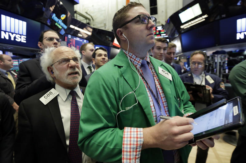 Retailers rise again, but tech leads other US stocks lower