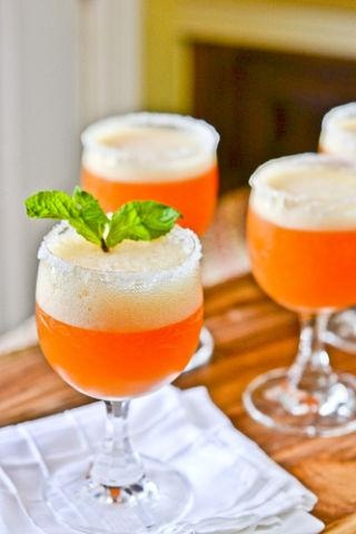 "<p>Make the start of 2016 sweeter with a peach cocktail. </p><p>Get the recipe at <a rel=""nofollow"" href=""http://www.fullforkahead.com/2012/01/04/peach-champage-cocktails/"">Fulk Fork Ahead</a>.</p>"
